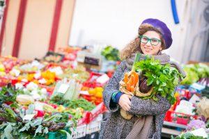 Obst und Gemüse aus der Region gibt es auf Wochenmärkten und in Bauern- und Hofläden. Bewusster Konsum lohnt sich!
